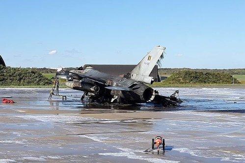 Avion F-16 Falcon DISTRUS în Belgia. Un mecanic DESCHIDE FOCUL accidental cu 6.000 de gloanţe PE MINUT