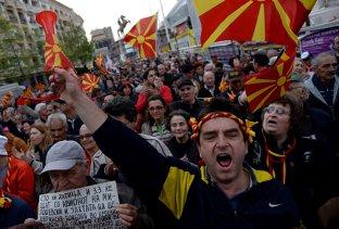 Parlamentul Macedoniei a votat în FAVOAREA schimbării numelui ţării