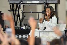 Fetele cuplului Obama, concepute IN VITRO. Michelle Obama îşi lansează AUTOBIOGRAFIA printr-un turneu în săli polivalente din SUA