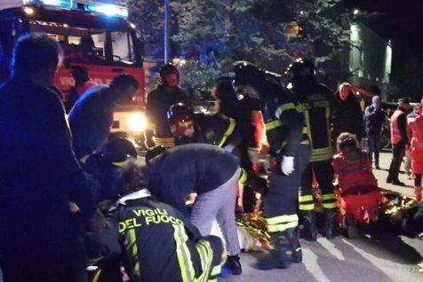 Şase MORŢI şi peste 100 de răniţi într-un club din Italia, după ce un individ a pulverizat SPRAY cu piper în interior