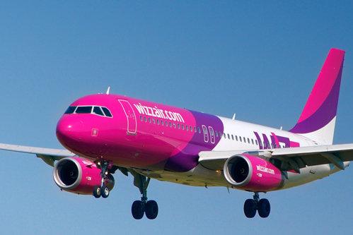 Clipe de groază la bordul unui avion Wizz Air: Un pasager a încercat să pătrundă cu forţa în cabina de pilotaj