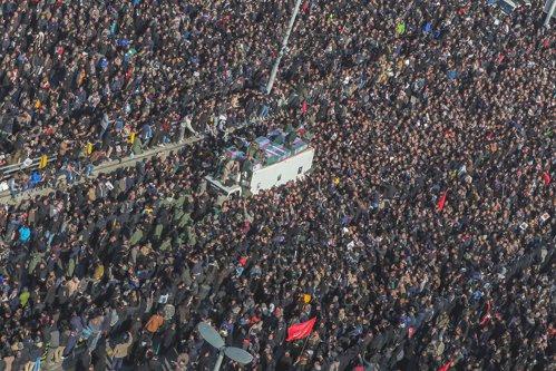 Iranienii ies în stradă şi cer demisia ayatollahului după ce autorităţile au recunoscut doborârea avionului ucrainean/ Surse locale relatează că se aud focuri de armă