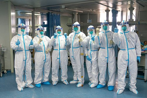 Medicii chinezi, epuizaţi. Coronavirusul a ucis deja un doctor. Personalul medical poartă pamperşi