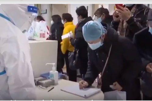 Imagini INTERZISE din Wuhan: Cadavrele zac pe jos în spitale supraaglomerate/  Oamenii, trataţi pe ciment, în stradă/ Medicii plâng disperaţi la liniile telefonice speciale