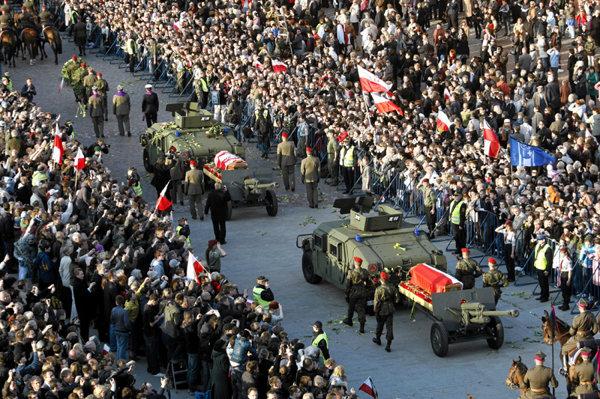 Imagini pentru inmormantare presedinte polonez Lech Kaczynski