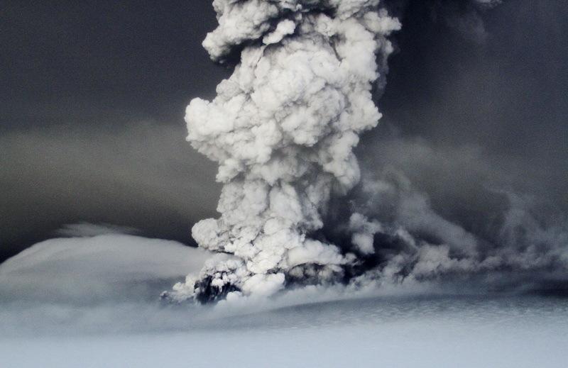 Cenuşa vulcanică provoacă primele perturbări ale traficului aerian în nordul Europei