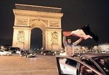 Franţa interzice cerşetoria pe bulevardul parizian Champs-Elysees
