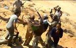 VIDEO. Noi filme cu momentul capturării lui Gaddafi au fost postate pe Youtube. Un tânăr susţine că el i-a dat lovitura finală