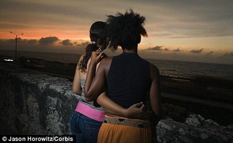 Zece femei din Camerun au fost arestate pe motiv că sunt LESBIENE