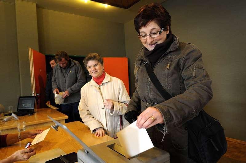 Elveţienii au REFUZAT la referendum două săptămâni suplimentare de CONCEDIU pe an