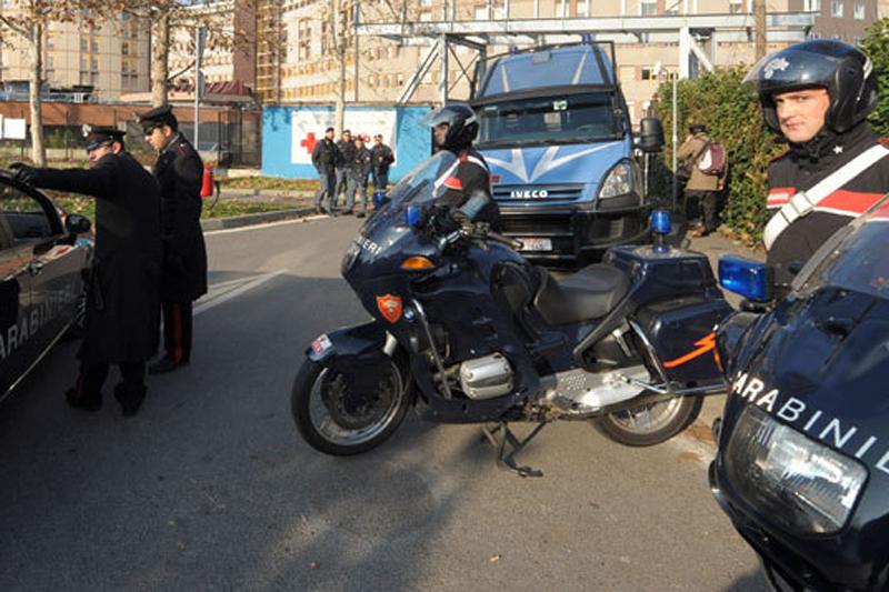Protest în faţa închisorii din Italia unde au fost aduşi românii care l-au agresat pe academician.