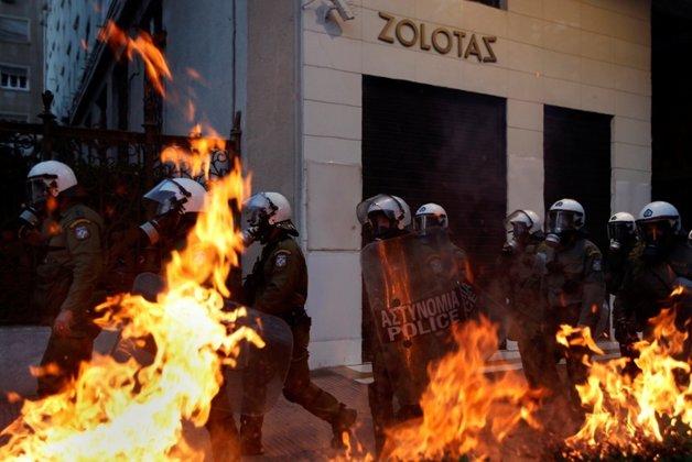 BBC: Grecii vor să aducă Guvernul în faţa Curţii Penale Internaţionale din cauza măsurilor de austeritate