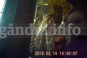 """""""Părinte, da' nu-i PĂCAT?!"""" Când au văzut ce le cere preotul să facă, tinerii miri au filmat totul cu CAMERA ASCUNSĂ chiar în biserică: VIDEO exploziv din Bucureşti"""