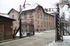 """Îmbarcat la 15 ani în """"trenurile morţii"""", Vasile Szekely a trecut prin lagărele Auschwitz, Buchenwald şi Bochum. Apoi a reuşit să devină unul din cei mai respectaţi ingineri din România"""
