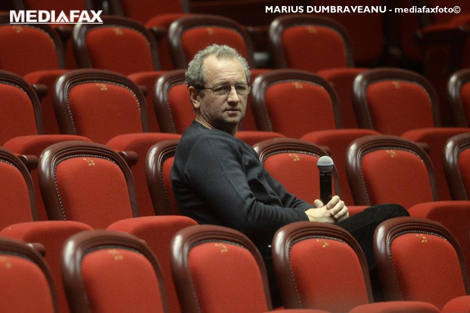 """Cine este puric când vorbeşte Dan Puric. Cronică în trei acte a unui """"one man show"""" şi un mic tratat de antimanipulare"""