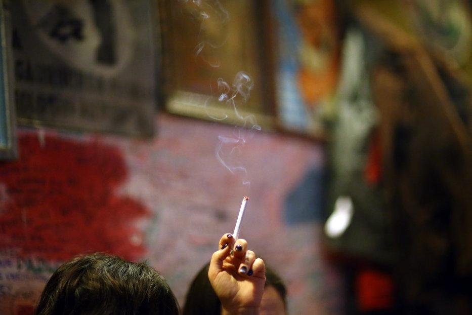 17 martie 2016. Prima zi fără fum de ţigară. O istorie a trasului în piept de nicotină. Pentru tot poporul românesc