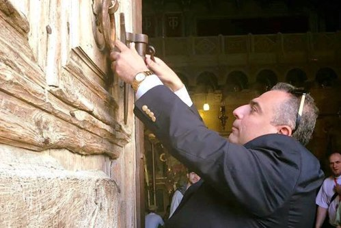 """Musulmanul care păzeşte cel mai sfânt loc al creştinilor: """"De aici pleacă pacea"""""""