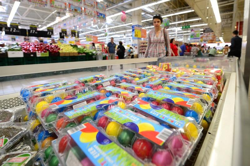 MASA DE PAŞTE. Cât costă ACELAŞI COŞ DE PRODUSE la Auchan, Billa, Carrefour, Cora, Kaufland şi Mega Image