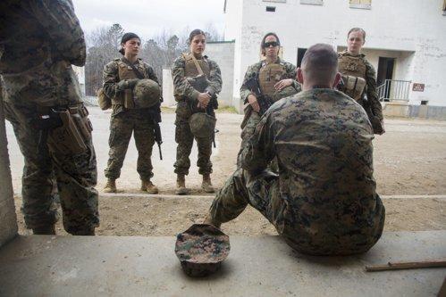 """Femeile din cea mai dură unitate a armatei SUA: """"Suntem la fel de încăpăţânate ca bărbaţii. Poate chiar mai mult"""""""