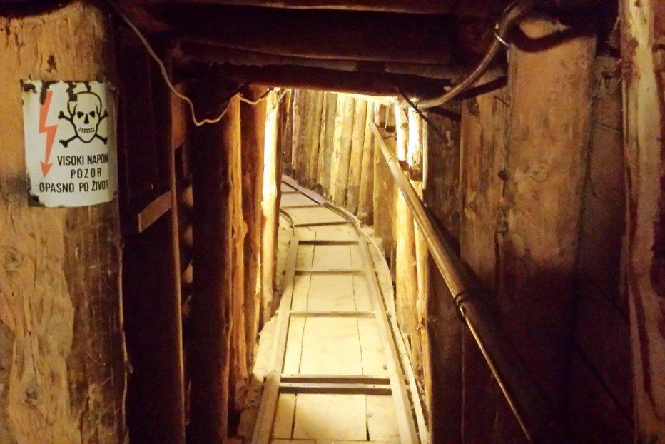 """""""Tunelul vieţii"""". Cum a supravieţuit Sarajevo asediului sârbesc, prin curtea unui bosniac: """"Râd când mă gândesc la război. Poate că asta mă menţine normal"""""""