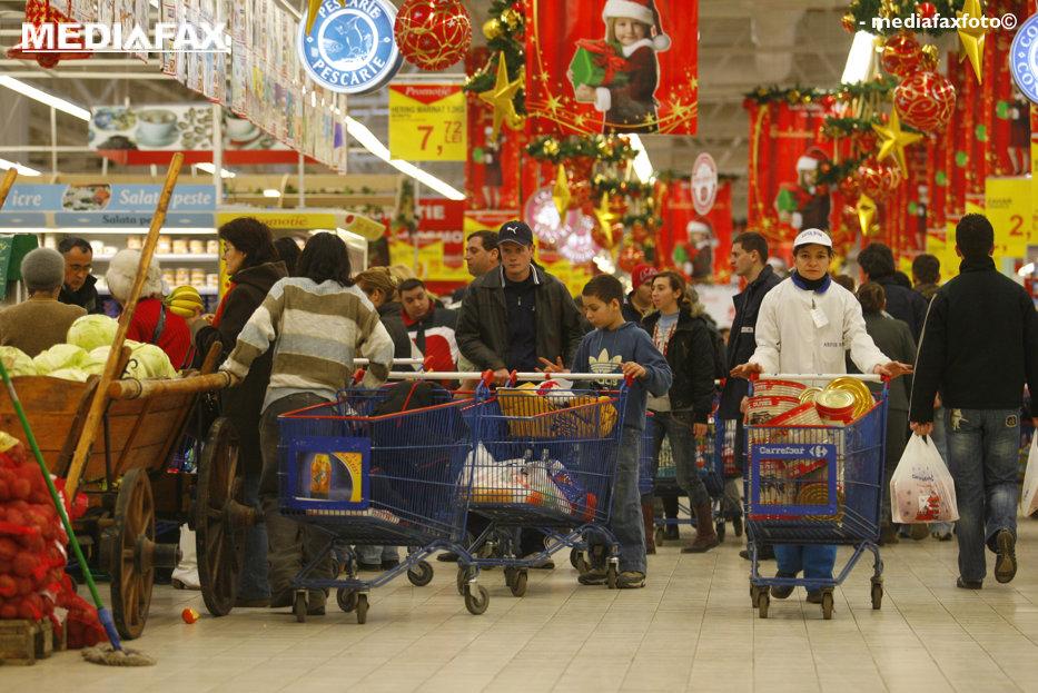 Masa de Crăciun. Cât costă ACELAŞI COŞ DE PRODUSE la Mega Image,  Billa, Auchan, Carrefour, Cora şi Kaufland
