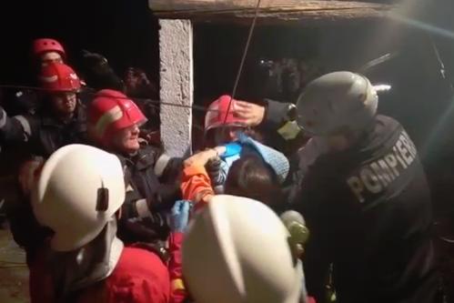 """Momentele dramatice ale salvării copilului căzut în puţ, povestite de primul pompier ajuns la faţa locului: """"La final, am izbucnit în lacrimi"""""""