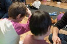 """""""De Crăciun, cadourile le dădeam copiilor mai mari ca să nu ne mai bată"""". Adevărul dureros despre viaţa de zi cu zi în orfelinatele din România: """"Ei făceau un fel de experimente pe noi"""". VIDEO"""