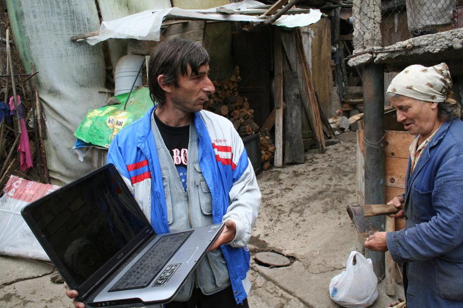 Tomiţă, ţăranul tăietor de laptopuri - VIDEO