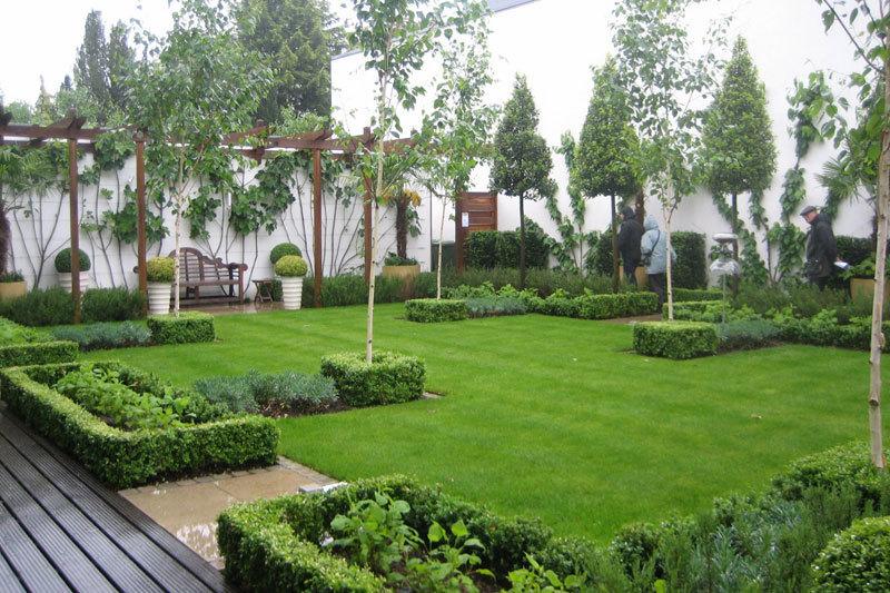 Grădina din poveşti de la etajul 11 al blocului, cu 12.000 de euro