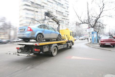 Cum se vede RIDICAREA DE MAŞINI din partea cealaltă a baricadei: o zi printre hingherii de maşini, cei mai urâţi oameni din Bucureşti