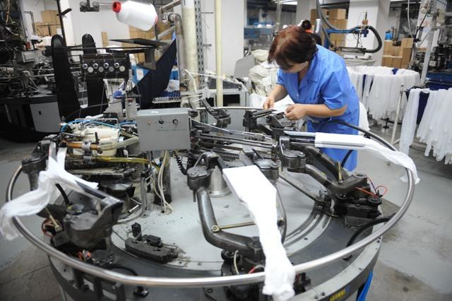 Cum se fabrică cei mai populari ciorapi de damă din România. De ce cumpără străinii dresuri de la Adesgo