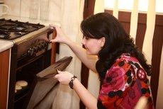 Adriana Jescu: ziua lucrează în publicitate, noaptea face prăjituri  şi le vinde corporatiştilor