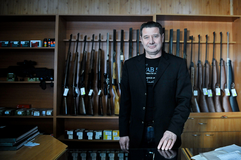 """EXCLUSIV. 20.000 de români s-au înarmat în 2011. Fostul şef de la Arme din Poliţie: """"Ştii cât e valabil avizul psihologic? Până ieşi pe uşa cabinetului!"""