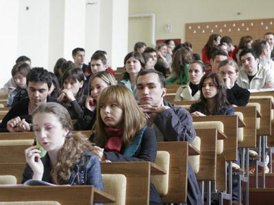 """EXCLUSIV Universităţile """"Spiru Haret"""" şi """"Petre Andrei"""" au fost scoase în afara legii. 56.000 de absolvenţi, în aer. Andronescu, pentru Gândul:"""