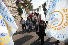 Profesorii şi studenţii ies în stradă împotriva lui Funeriu