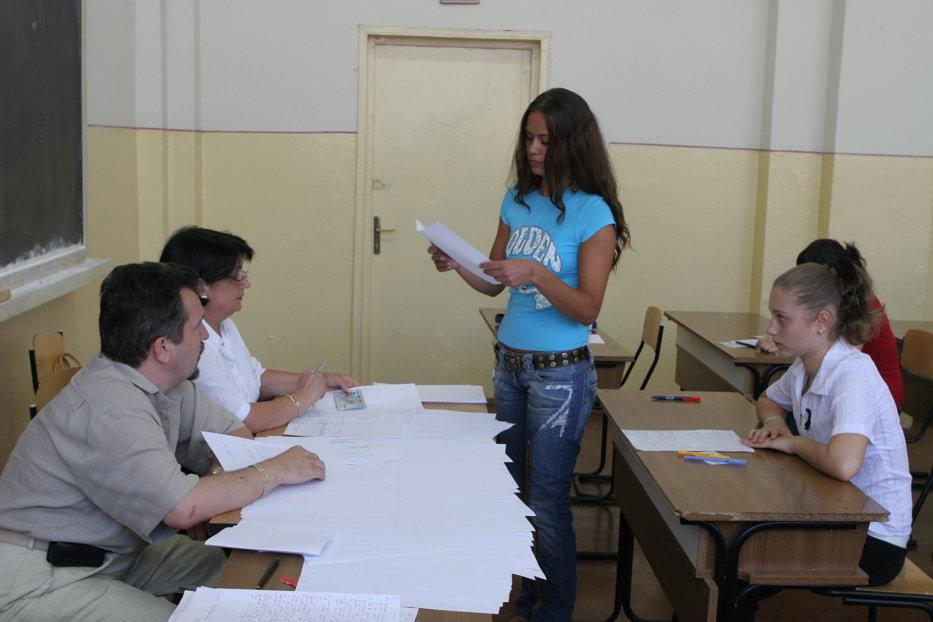 Otilia din Piatra Neamţ a luat bacul cu zece pe linie, dar a ratat admiterea la facultate