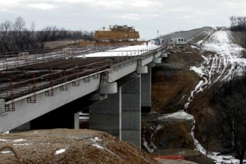 FOTOGRAFIA UNUI JAF GEOSTRATEGIC: În 9 ani, românii au plătit 1,6 miliarde de euro pentru 52 de kilometri de autostradă făcuţi de americanii de la Bechtel