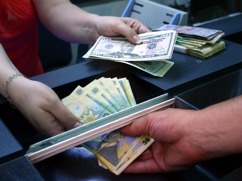 Cursul a oscilat în jur de 4,4530 lei/euro
