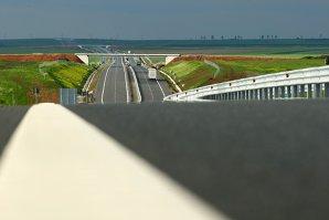 """2014, anul cu zero kilometri noi de autostradă. Cum sunt cheltuiţi banii europeni pentru drumuri: """"CNADNR suflă şi în iaurt"""""""