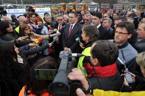 Ponta, către preşedintele CJ Mureş: Or să ne pună statuiţe când s-o termina Ogra-Câmpia Turzii