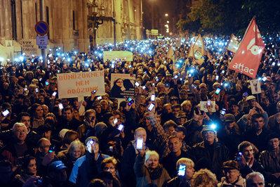 Vodafone cere Ungariei să renunţe la introducerea taxei pe Internet