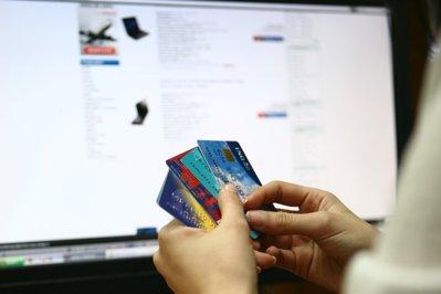 Cât cheltuiesc, în medie, românii care fac cumpărături online