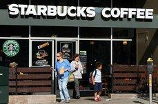 Starbucks dă afară jumătate din chiriaşii de la parterul Hanului lui Manuc pentru a-şi deschide cafenea