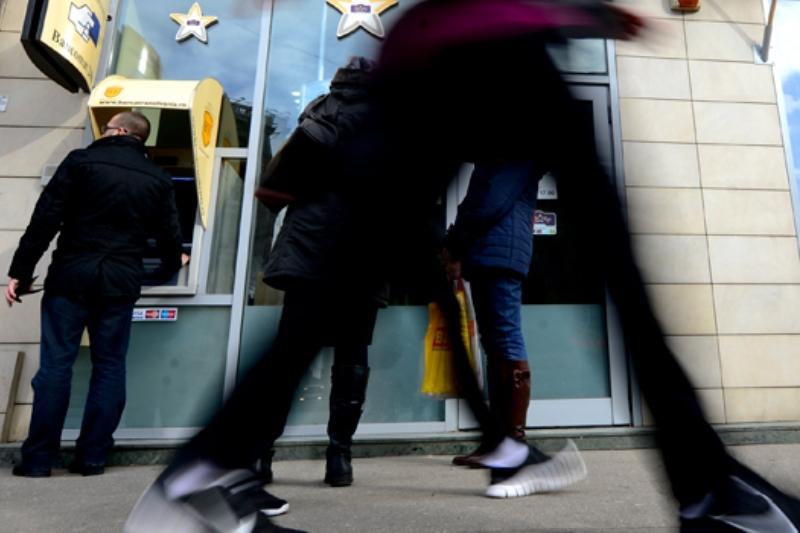 """Românii şi-ar putea declara """"falimentul personal"""". Cum vor parlamentarii să-i ajute pe datornici să depăşească o """"jenă financiară temporară"""""""