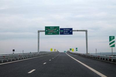O porţiune de 28 de kilometri din autostrada Nădlac-Arad a fost deschisă traficului