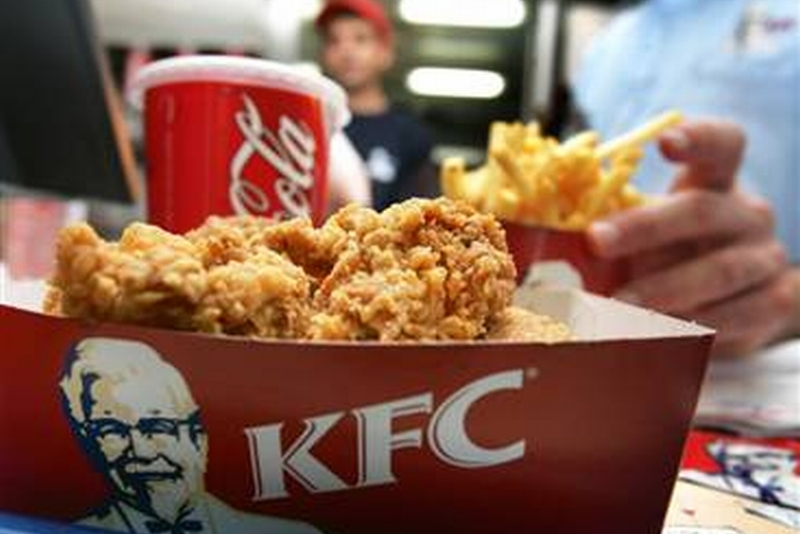 Ce A FURAT de la KFC un fost candidat la Primaria Bistrita. Şi e M�NDRU sa ne arate. IMAGINE �n articol