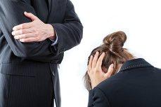 Un director din România a convins o angajată să-şi dea demisia fără să-i ofere nicio compensaţie. Cum a procedat