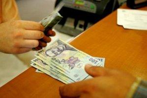 Câţi bani trebuie să dea înapoi un român care a împrumutat de la bancă 10.000 de lei. TOPUL celor mai ieftine credite de nevoi personale