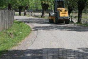 Au dat milioane de euro ca drumul prin comuna lor să fie asfaltat, însă au avut o MARE SURPRIZĂ când au venit muncitorii. Imagini IREALE cu lucrarea