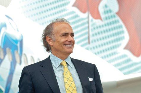 Un român conduce una din cele mai mari companii aeriene din lume. Cum a ajuns la un salariu de UN MILION DE EURO PE AN